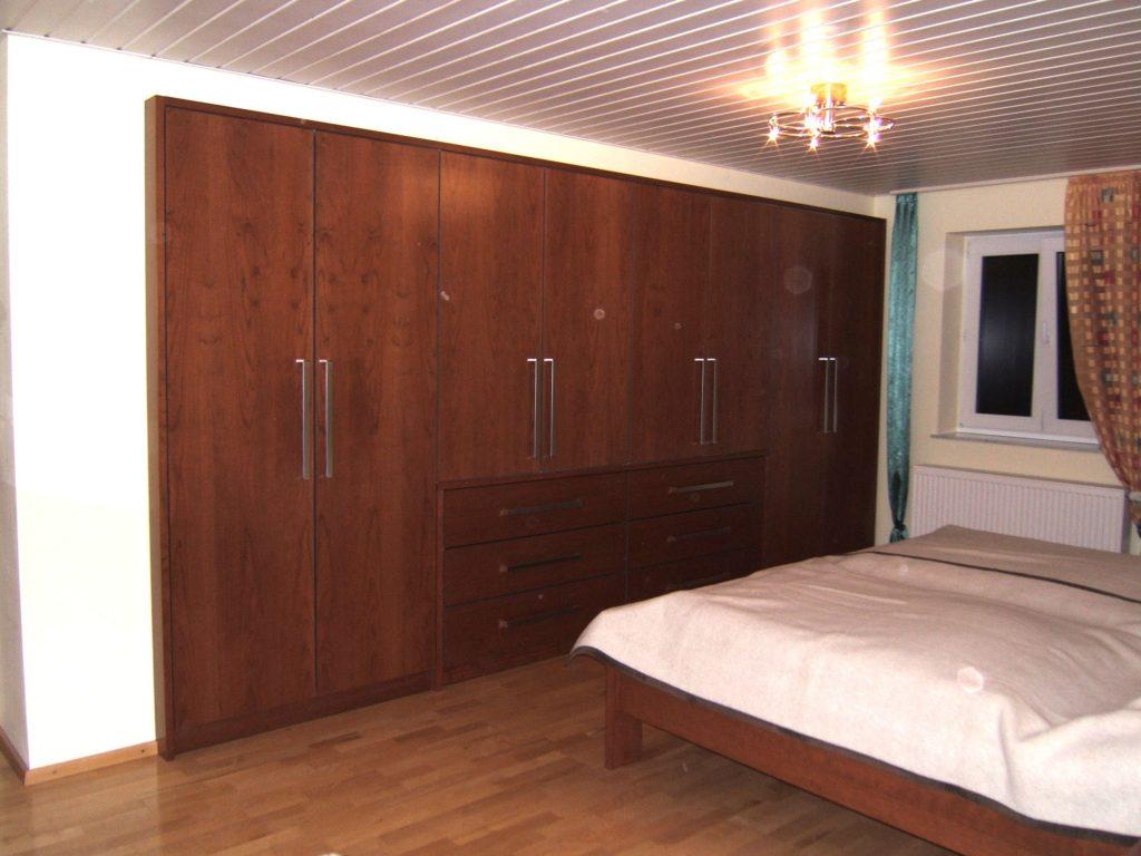 Schlafzimmer mit arbeitsplatz einrichten kleiderschr nke for Aufbewahrungsmobel wohnzimmer
